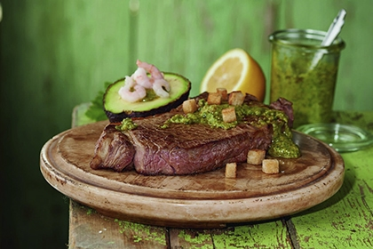 Rumpsteak mit Salsa verde.