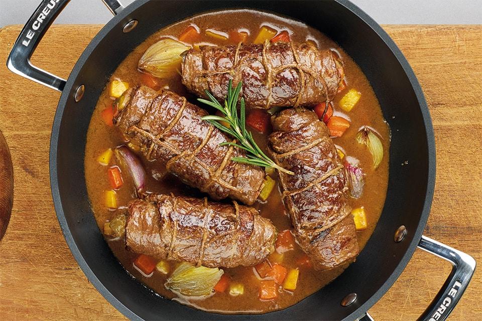 Rindfleisch, das geschmort bzw. braungedünstet wird.